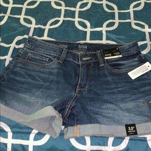 Mid-rise shortie short Jean shorts. Never worn!!